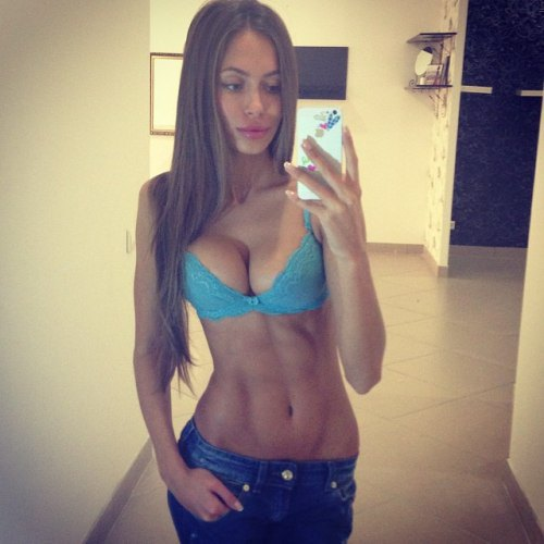 girls with abs (6)