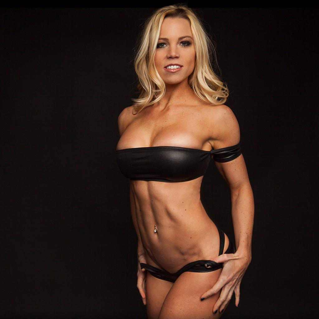 Lauren Drain | Has Lauren Drain Posed Nude or Naked?