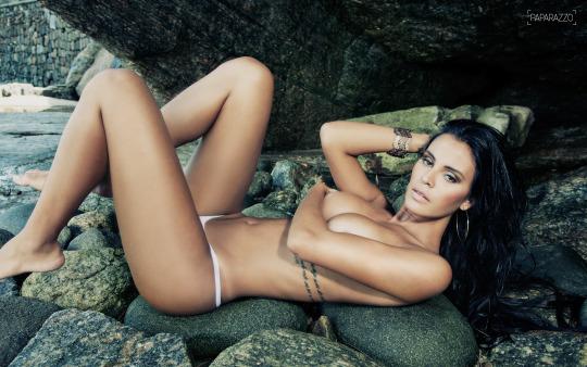 Lorena Bueri nua (25)