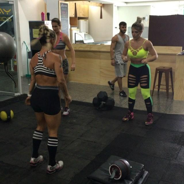 Roberta Zuniga brazilian fitness model (19)