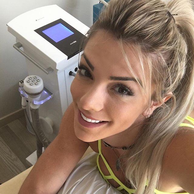 Roberta Zuniga brazilian fitness model (52)