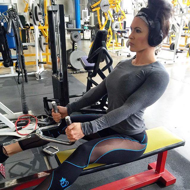 Amanda Latona (26)