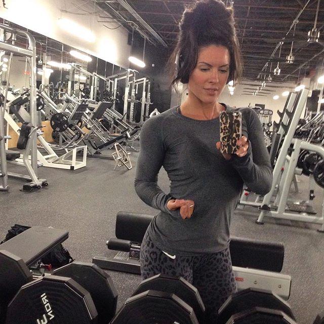 Amanda Latona (27)