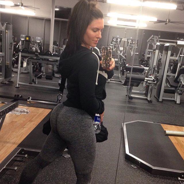 Amanda Latona (32)