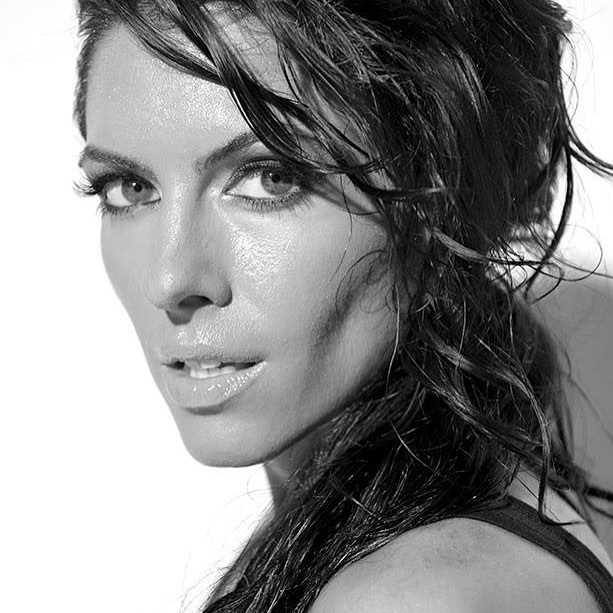 Amanda Latona (34)