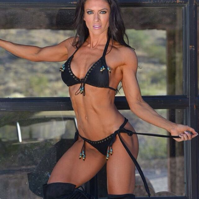 Amanda Latona (42)