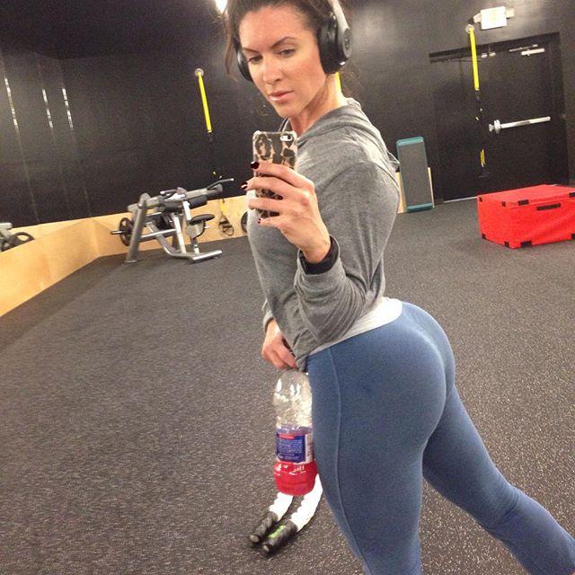 Amanda Latona (49)
