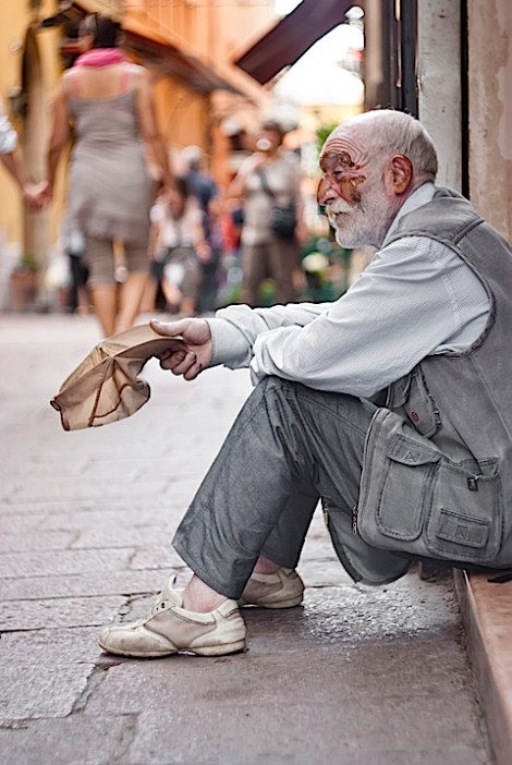 Helping-a-homeless-persona-is-an-act-of-mindful-kindness-buddhism