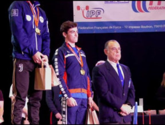 Malik-Triolet-podium-championnats-France-force-athtlétique-2019