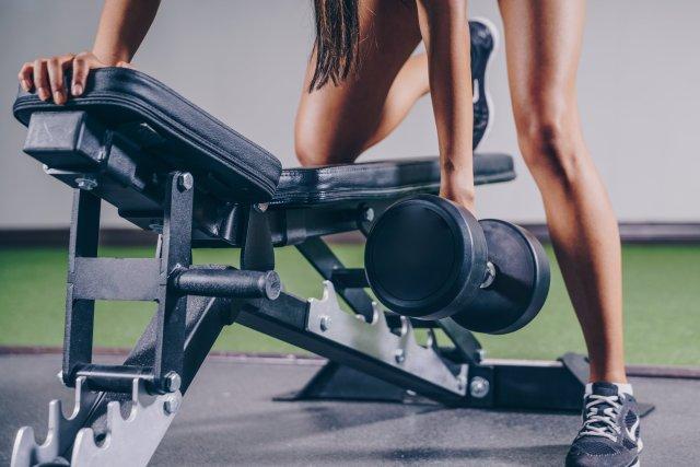 Attention à bien exécuter votre mouvement et à charger selon vos capacités pour éviter une tendinite.