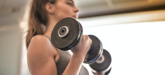woman with dumbels