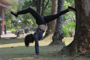Fitri_Yoga_handstand