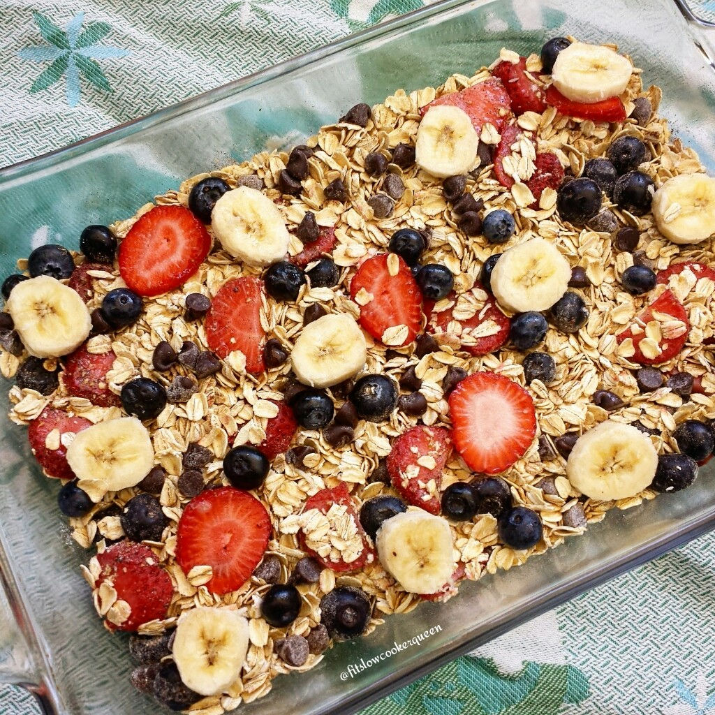 Banana-Berry Oatmeal Bake