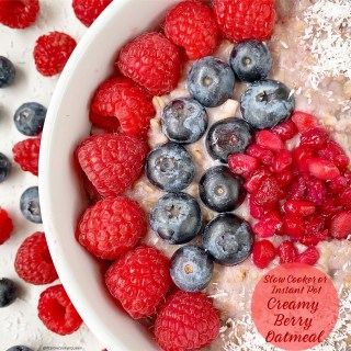 Slow Cooker/Instant Pot Creamy Berry Oatmeal
