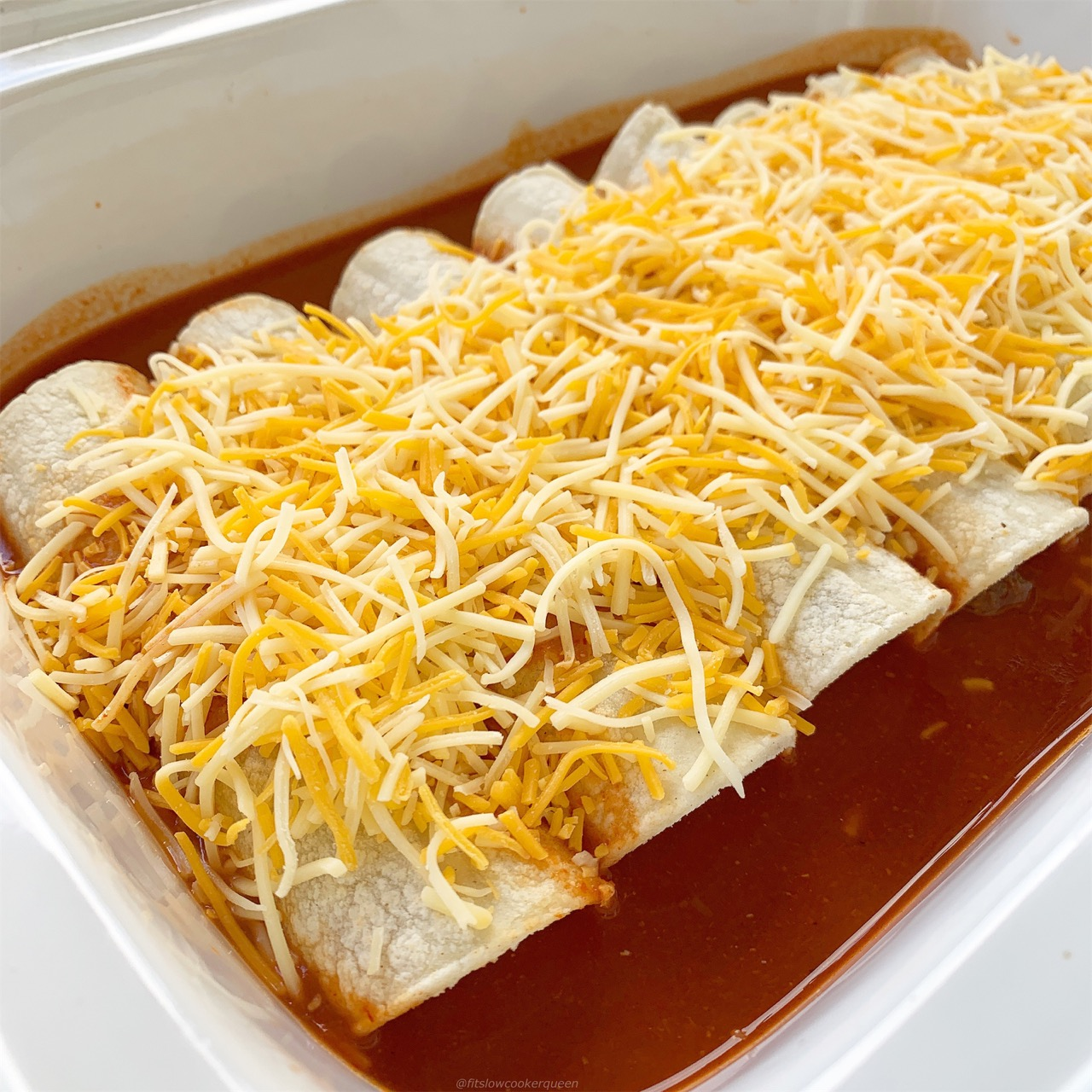 Easy slow cooker enchiladas! Free up your oven by letting your slow cooker do the work with this family-friendly Mexican recipe.