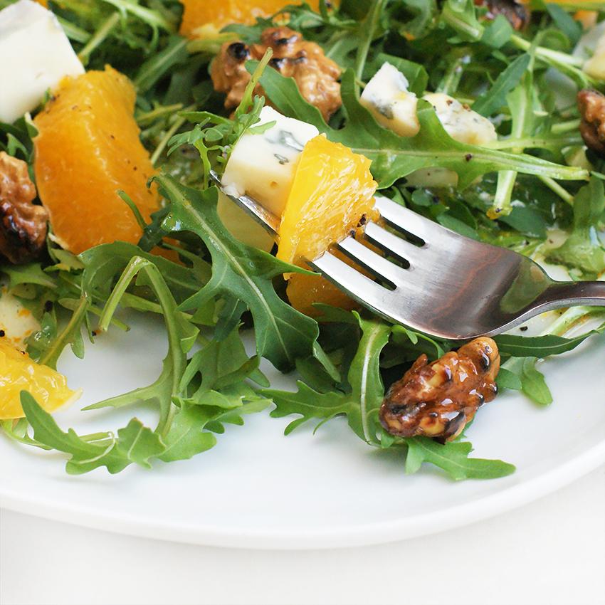 Sałatka z pomarańczą i serem pleśniowym