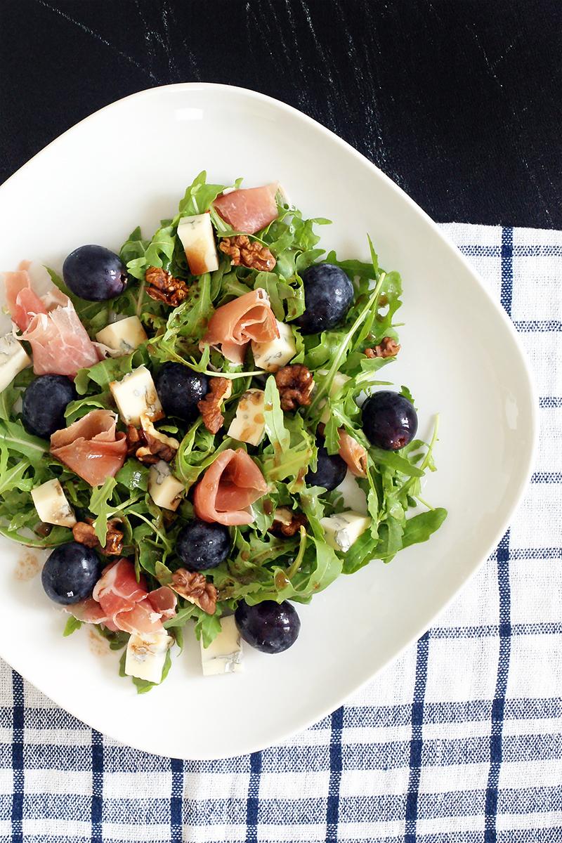 Sałatka z winogronami i prosciutto