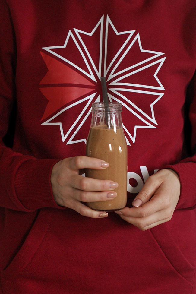 Pożywny koktajl orzechowo-kakaowy