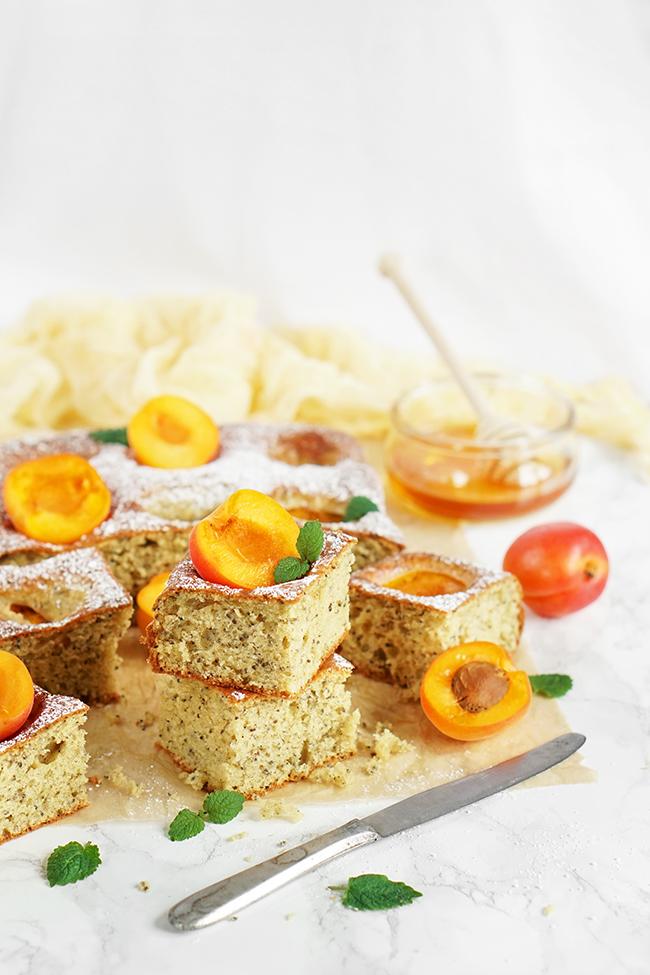 Puszyste FIT ciasto z owocami
