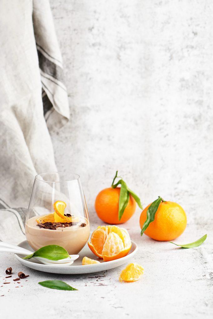 Lekki mus jogurtowo-czekoladowy z mandarynkami