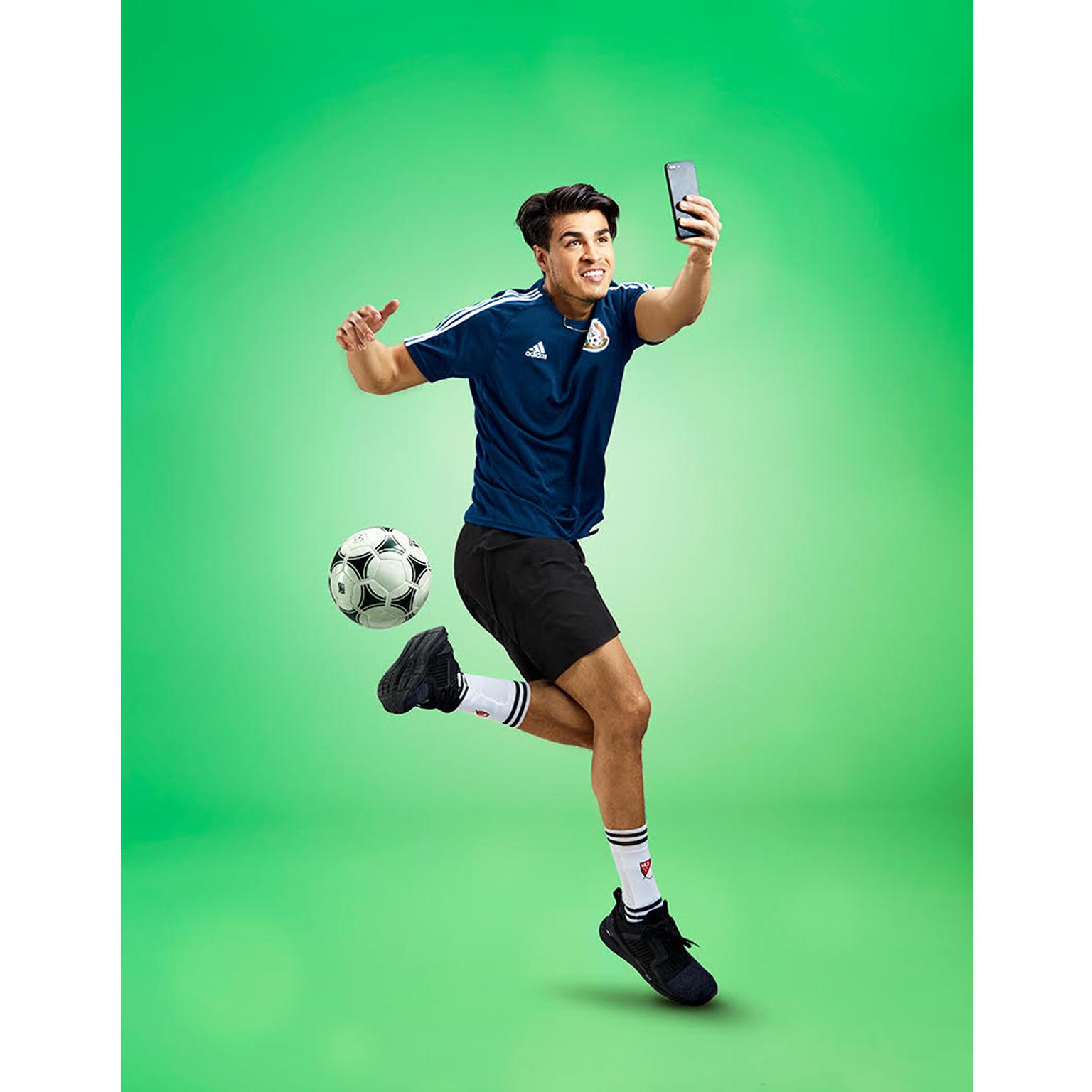 Toronto-Fitness-Model-Agency-Mike-Ford-Creative-Soccer-Runner-Juan-Osorio