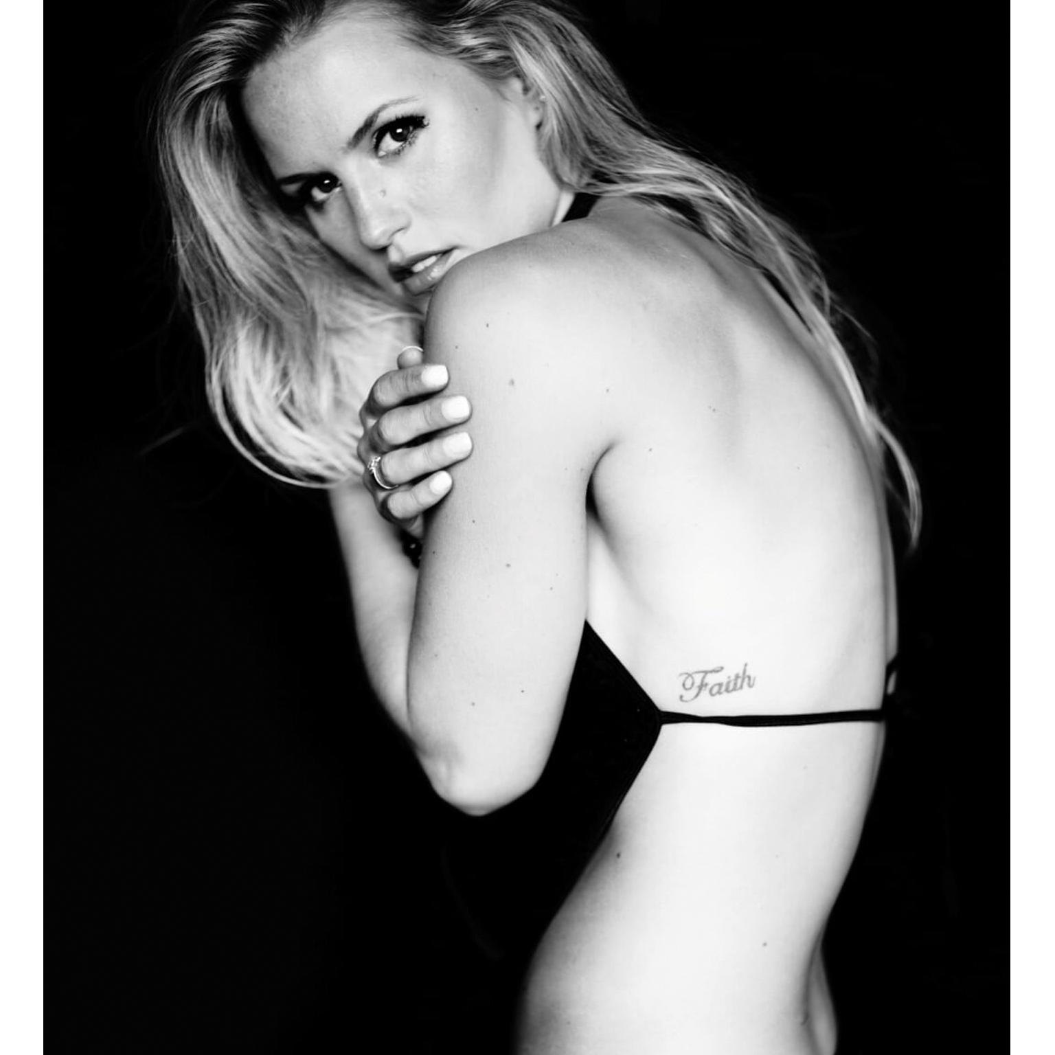 Toronto-Fitness-Model-Agency-Sexy-Lifestyle-Christine-McCabe