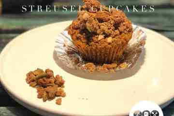Low carb pumpkin streusel cupcakes