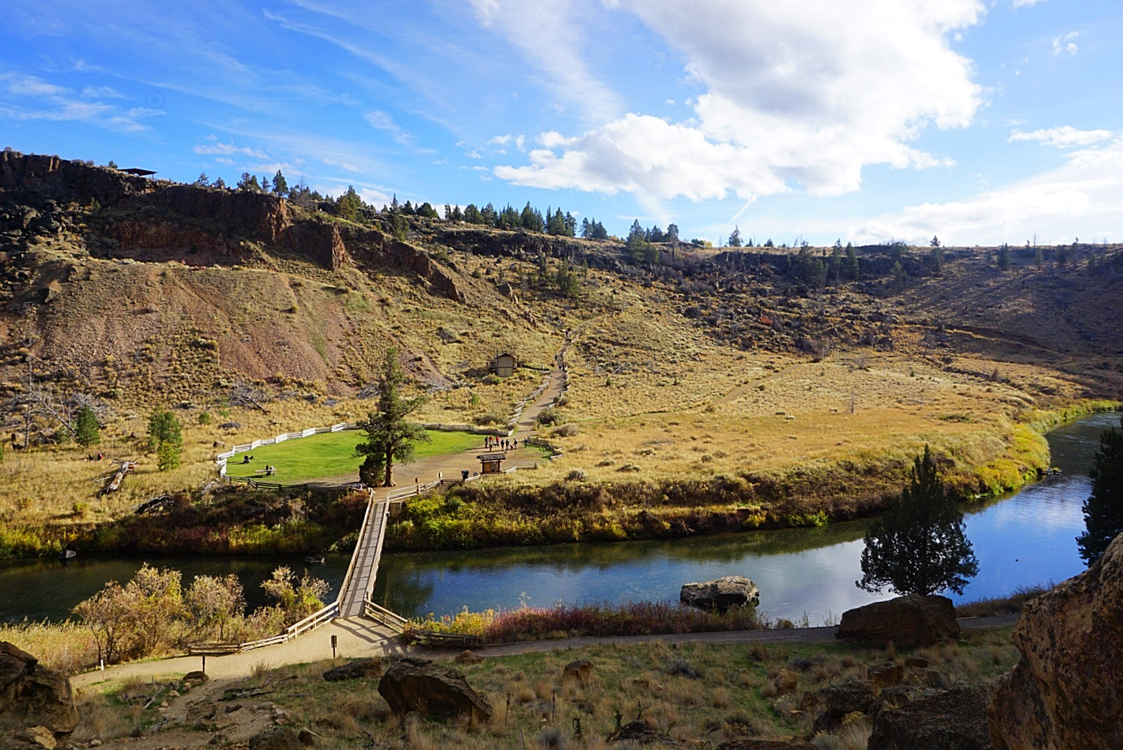 hiking Smith Rock State Park