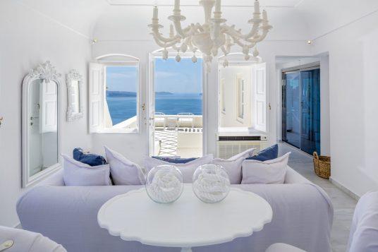 Honeymoon hotels in Santorini Canaves