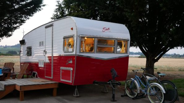 cool and unusual places to stay Oregon Vintage trailer resort Fittwotrave.l.com