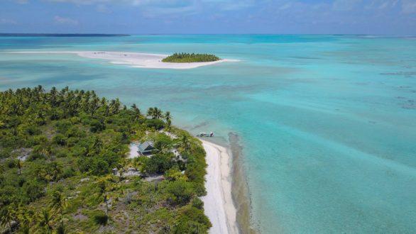 Air Rarotonga visiting aitutaki Cook Islands one foot island fittwotravel.com