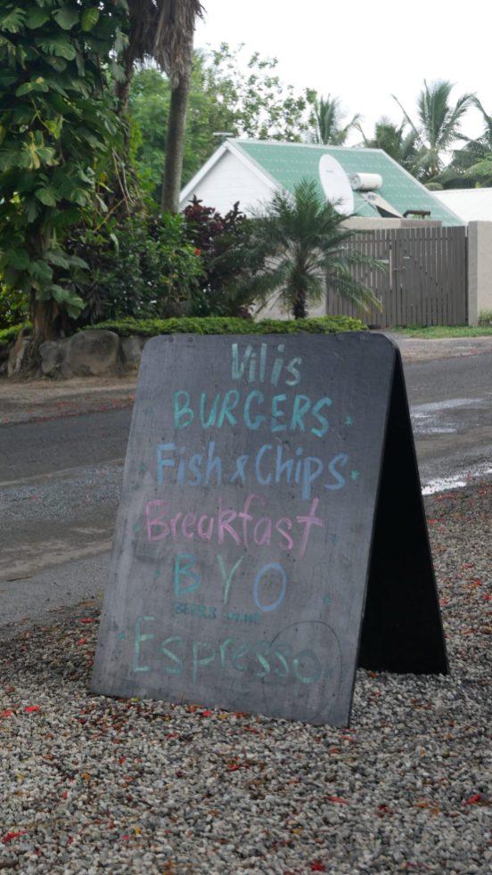 where to eat rarotonga vilis burgers fittwotravel.com