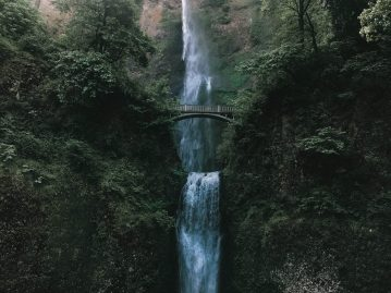 multnomah falls columbia gorge hikes oregon