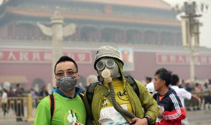 北京馬拉松因為空氣污染嚴重,有參加者要戴口罩 (資料圖片)