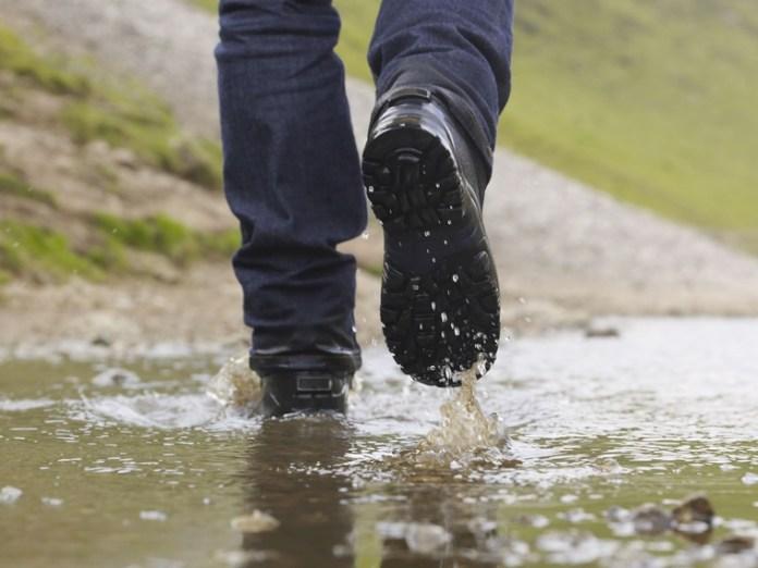 防水行山鞋