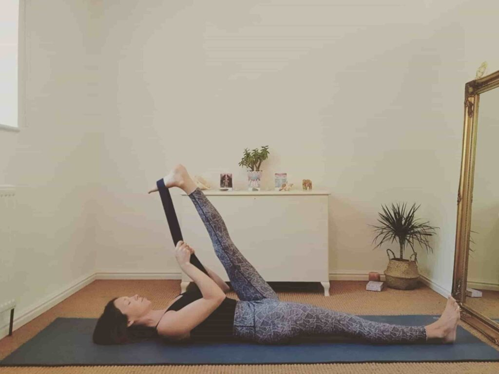 How to Reclined big toe (Supta Padangusthasana) for hamstring Stretch - FITZABOUT