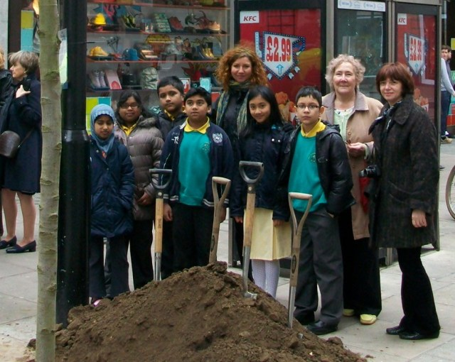 Children from All Souls School in Fitzrovia at the Tree Planting.