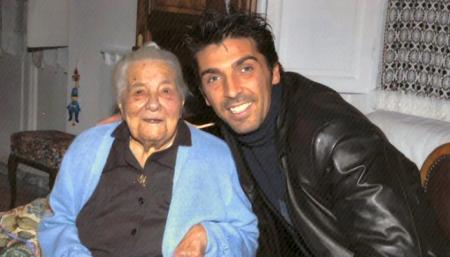 Nonnina La Spezia con Buffon - da www.juventusclubdoc.it