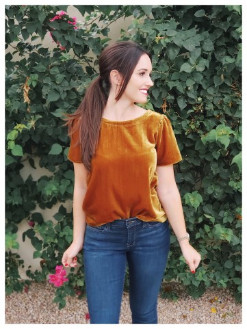 Petite Fashion Blogger FiveFootFeminine in Loft Velvet Top