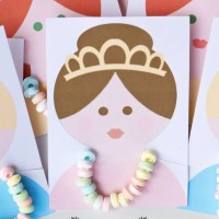 Princess Party Favors: Candy Necklace Cards