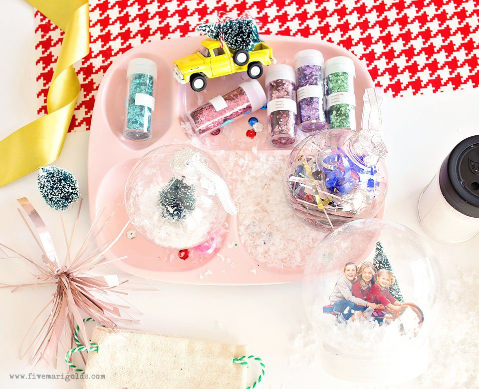 DIY Christmas Ornaments for Kids #RollAwayLint #ad