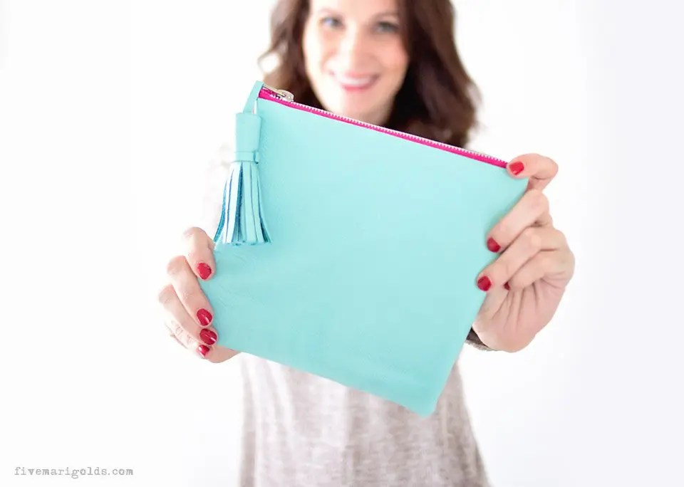 Make a no sew emergency kit in just 15 minutes! Beautiful leather clutch with tassel #ad #MoreMomentsWithExcedrin