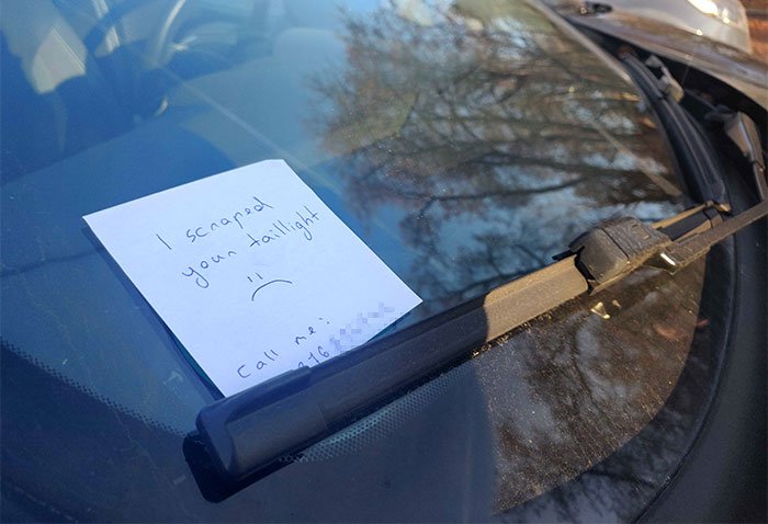 """""""I Made A Scrape On a Stranger's Tail Light While Parallel Parking Yesterday. Today I Got This Text"""""""