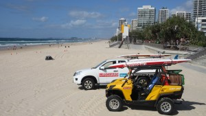 Blue-Sky-white-sand-Surfers-Paradise-tall-bulidings