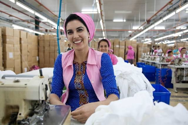 4 Sustainable Fashion Brands Fighting Poverty