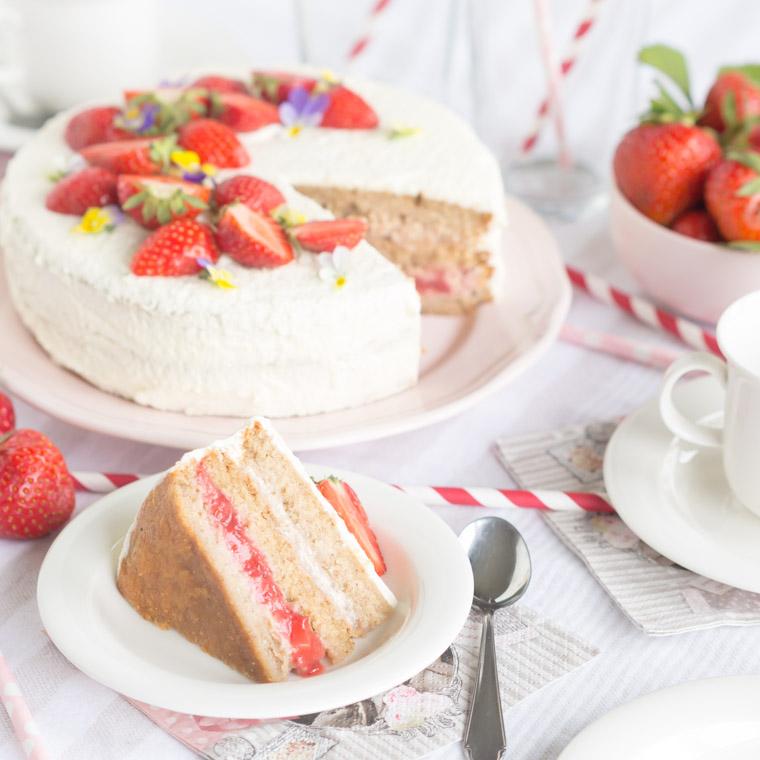 nyttigare-jordgubbstarta-vegansk-glutenfri-och-utan-vitt-socker-av-anna-winer-05-jpg.jpg