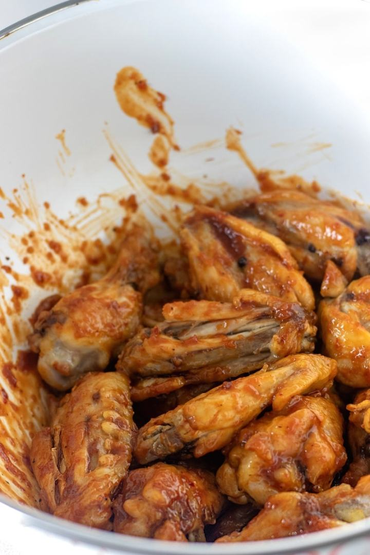 Baked chicken wings tossed in 1/3 cup of honey chipotle barbecue sauce.