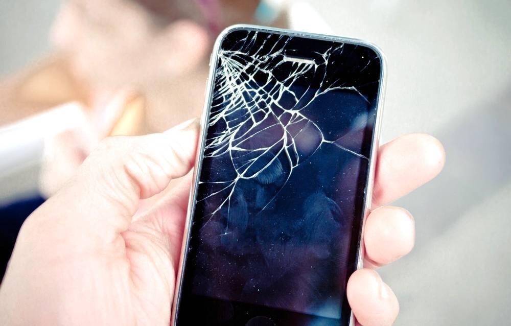Phone with broken screen repaired in London