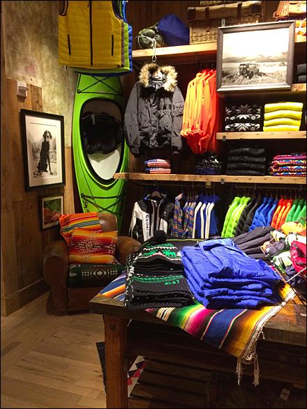 Ralph Lauren KayakinaCorner  Fixtures Close Up RetailPOP