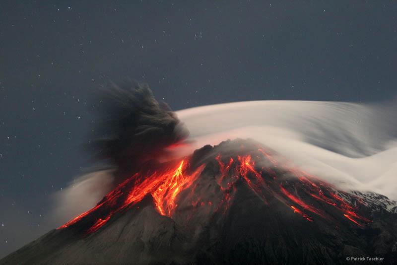 THE THROAT OF FIRE ERUPTS IN ECUADOR